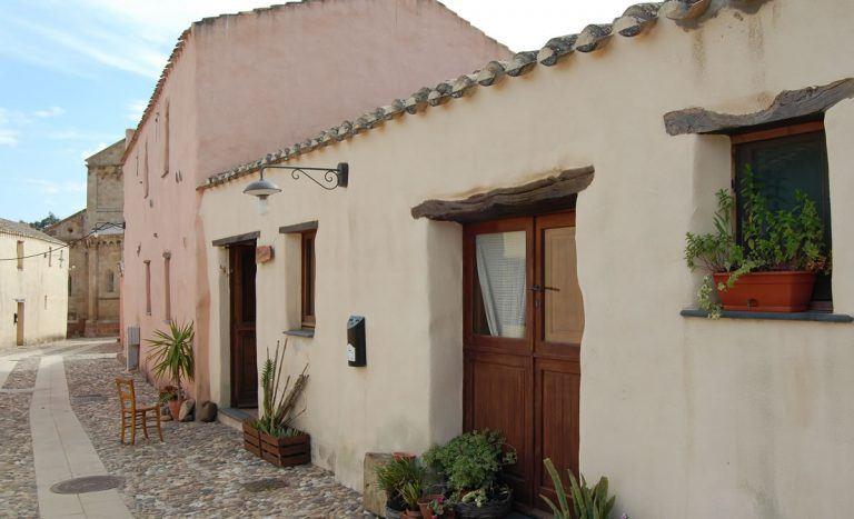 Case Di Pietra Sardegna : Appartamento a liscia di vacca mq le case di pietra